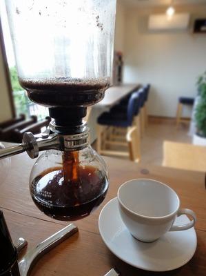 こもれびのコーヒーはサイフォンでいれてます。